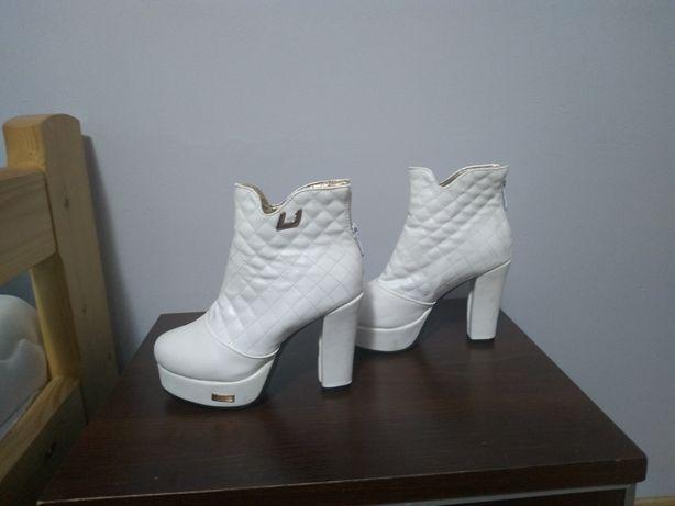 Buty botki do ślubu