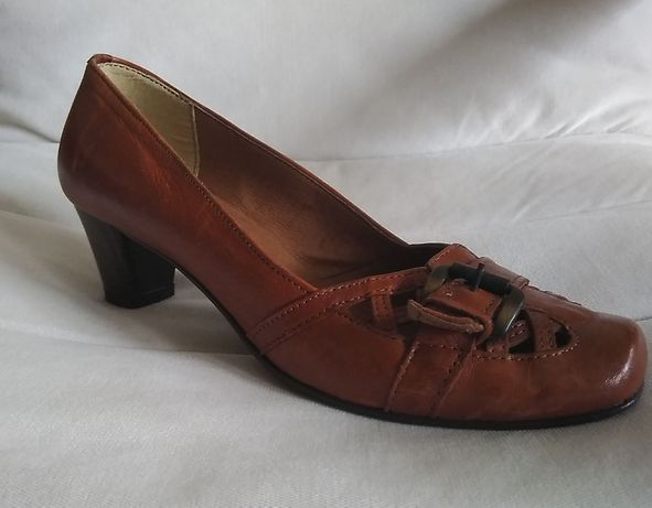 Nowe włoskie skórzane buty rozm 39