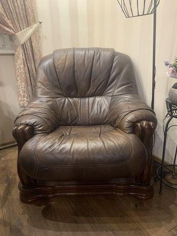 Продам кожаное кресло.
