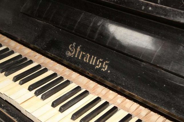 Антикварное пианино Strauss под реставрацию