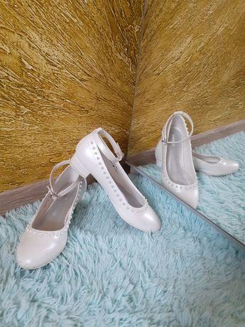 Buty komunijne i nie tylko śliczne perłowe r. 36