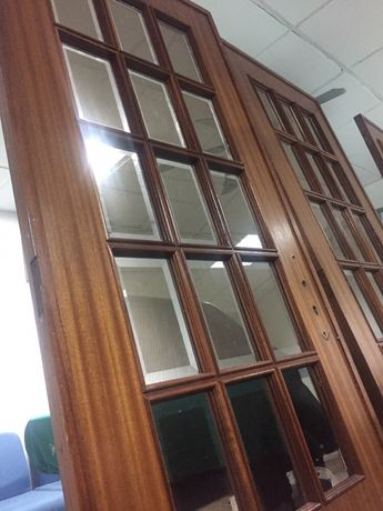portas com 2m de altura por 75cm de largo impecável