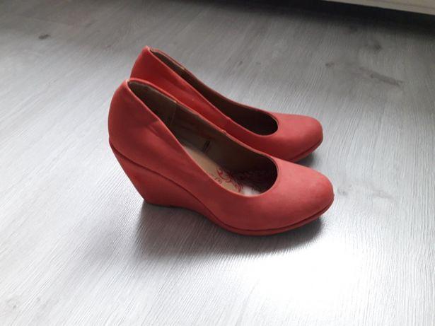 Malinowe buty na koturnie 36 ccc