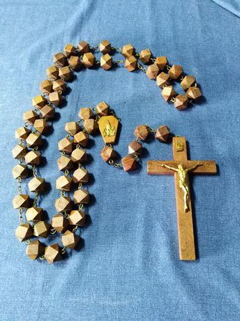 Terços grandes antigos de madeira e cortiça, normais e crucifixos.
