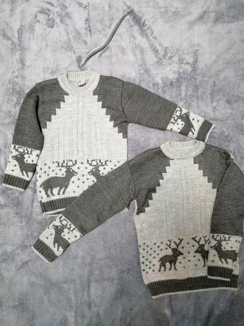 Новые свитерки на близнецов