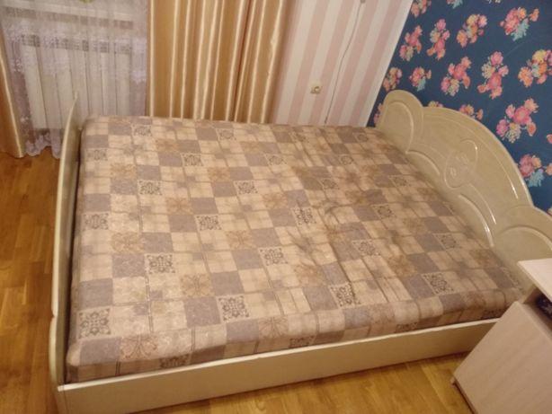 Кровать без матраца.