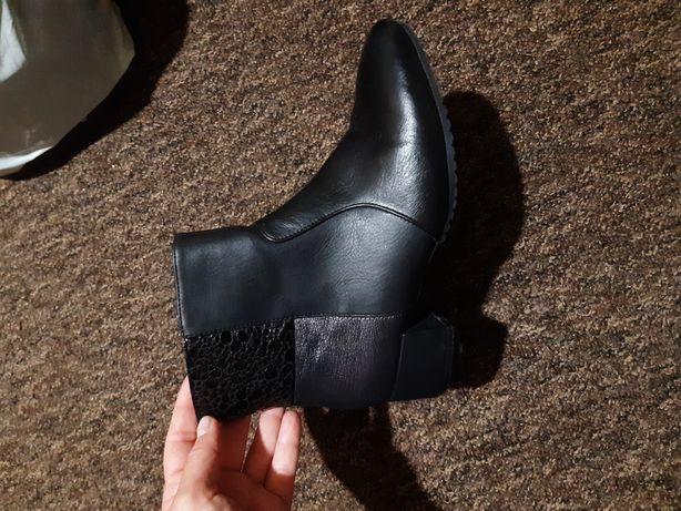 Продам утеплённые ботинки Rieker