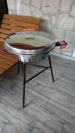 Grill gazowy Muurikka na trójnogu + dwie paletnie i akcesoria