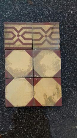 Stare płytki podłogowe ceramiczne rozmiar 16x16 cm wraz z obwodowymi