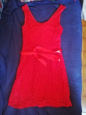Vestido vermelho de renda