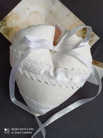 Poduszka ślubna serduszko