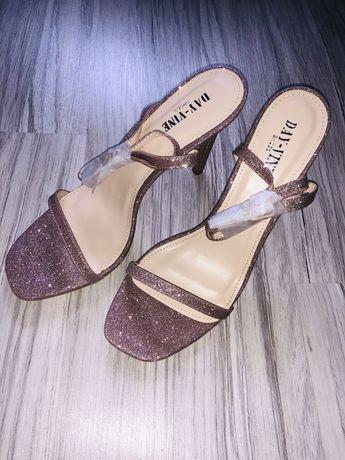Sandałki szpilki brokatowe błyszczące