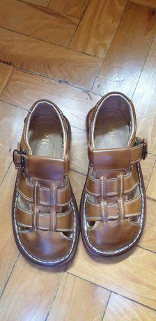 Sandálias em pele tipo ortopédico