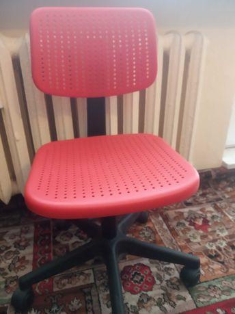 Krzesło obrotowe IKEA czerwone