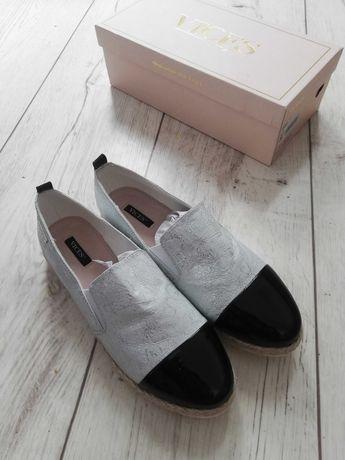 Czarno-białe buty wsuwane