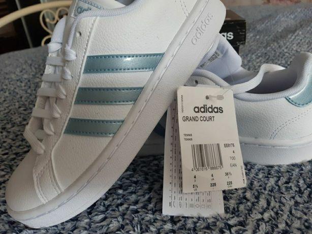Кроссовки женские Adidas. Размер 36
