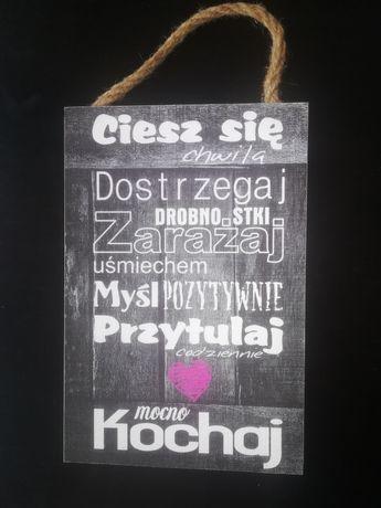 Drewniana tabliczka z sentencją do zawieszenia