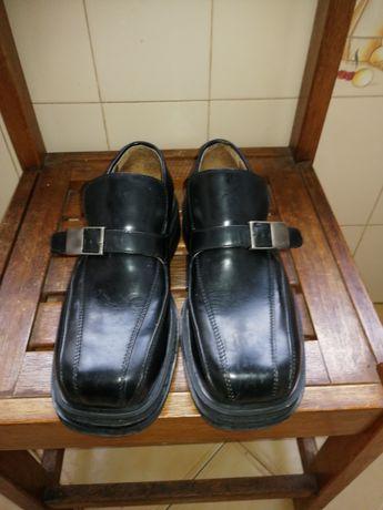 Sapatos 40(couro) usado