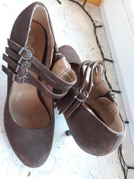 Brązowe buty na obcasie roz. 38