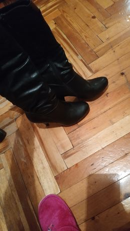 Продам осенние черные сапожки на каблуке