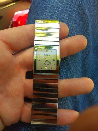 Продам швейцарские наручные кварцевые часы RADO jubile