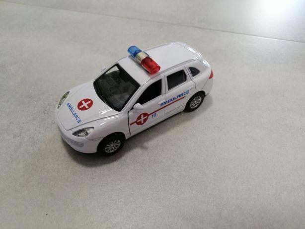 Metalowe porsche cayenne ambulans z napędem stan bdb
