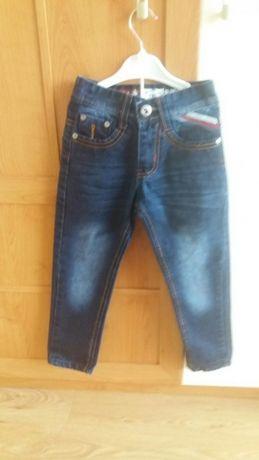 Spodnie jeansowe dla chłopca na 4 -5 lat Regulacja w pasie Stan bdb
