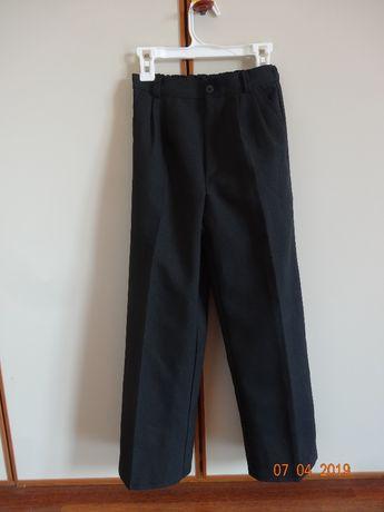 czarne spodnie dla chlopca na 134 cm