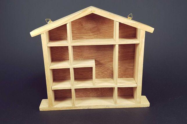 Drewniany domek na miniaturki