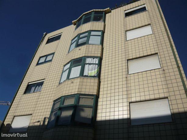 Imóvel De Banco - Apartamento T4 Duplex, Terraço, Vale De Cambra