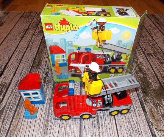Конструктор Пожарный грузовик LEGO DUPLO ,оригинал