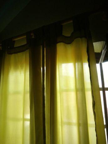 Par de cortinas verdes claro