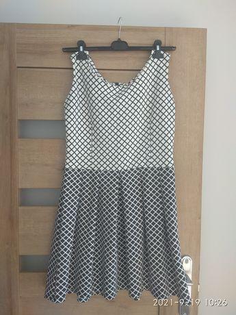 Sukienka rozkloszowana XL