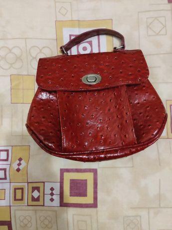 Модная женская красная сумка б/у