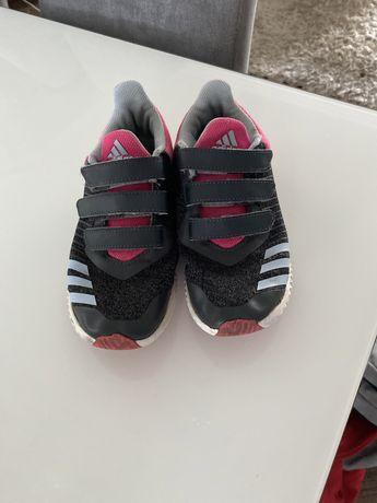 Buty Adidas, zapinane na rzepy