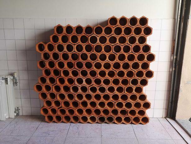 Vendo 77 tijolos duplos para arrumação de 154 garrafas