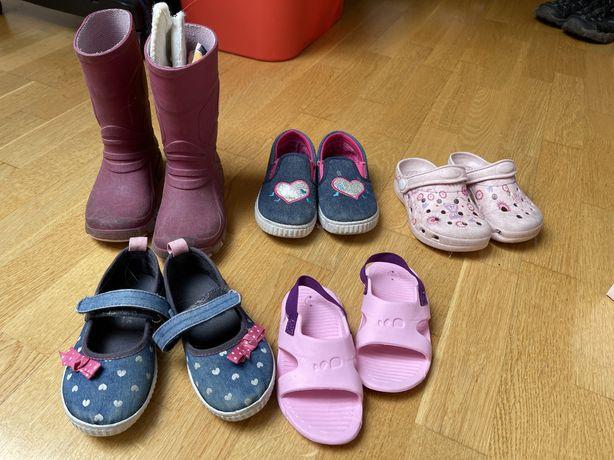 Buty różne do oddania