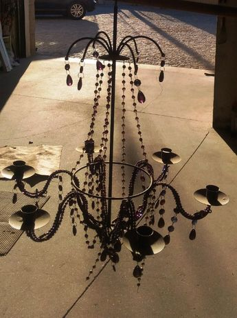 Candeeiro de velas de tecto com missangas.