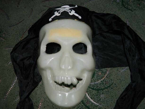 Маска Пирата пластиковая светящаяся на Хэллоуин