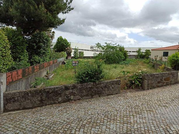 Vende-se terreno em Sequeirô - Santo Tirso