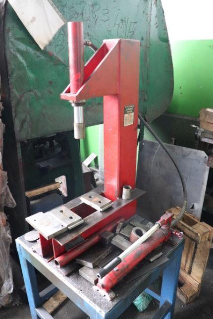 Prasa hydrauliczna ręczna stołowa typu C (10 ton) ze stołem