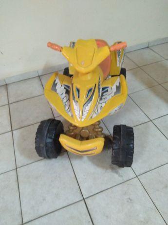 Moto  4  criança