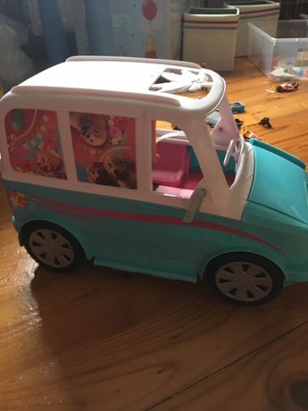 Wakacyjny samochod piesków Barbie