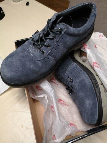 Sapatos com protecção biqueira e palmilha de aço.