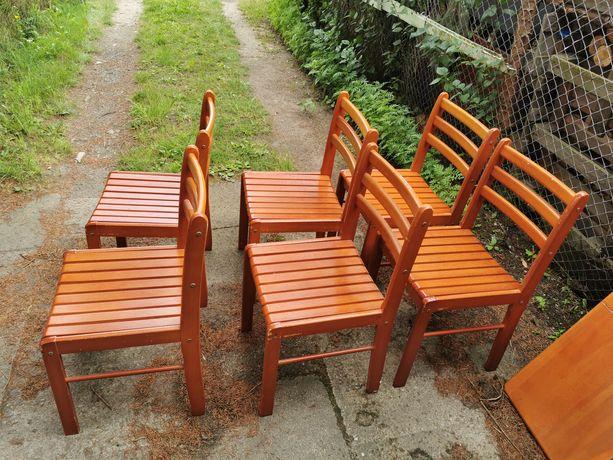 Dwa krzesła z litego drewna