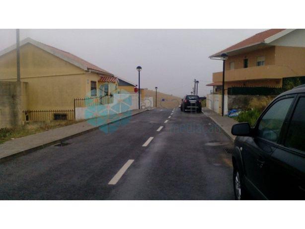 Terreno urbano localizado em Porto Salvo.