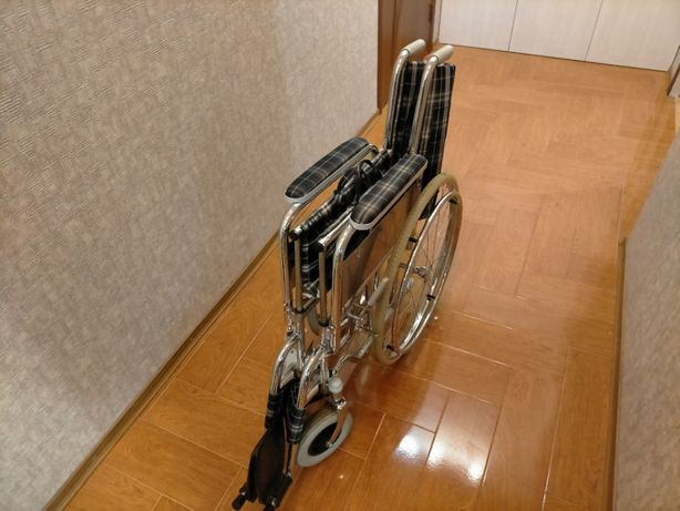 индивидуальная коляска для людей с ограниченными возможностями.
