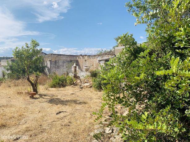 Terreno de 5320m2 c/ ruína para construção de moradia unifamiliar em Estoi | Faro c/ vista mar