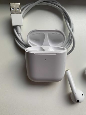 Наушники Apple Airpods 2 В хорошем состоянии, без царапин