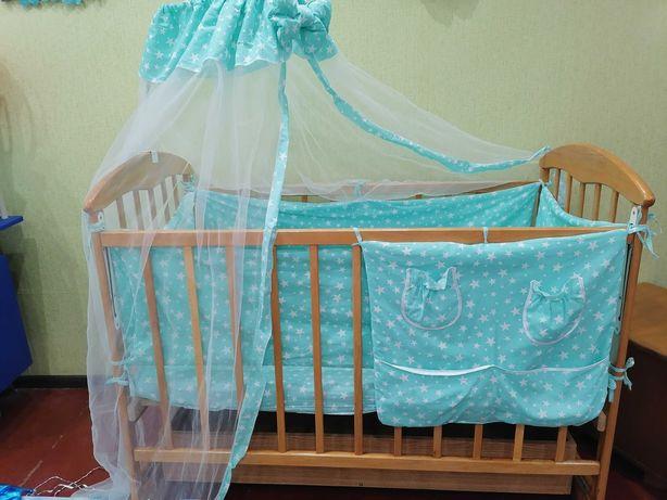 Кроватка с нишей ,матрас,балдахин,бортики, пеленальная доска, кенгуру(
